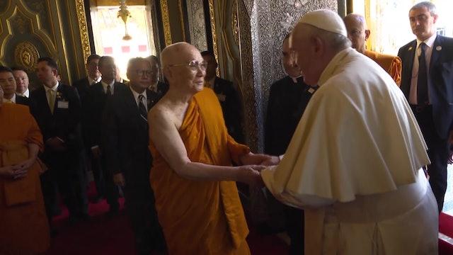Profundo afecto en encuentro entre Papa y Patriarca Supremo budista de Tailandia