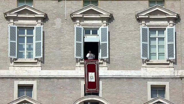 Pope Francis at Angelus proposes fast...