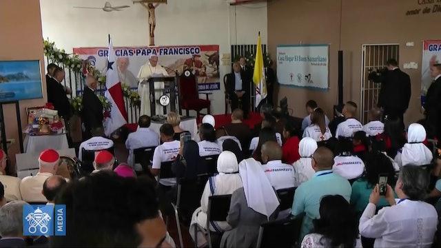Emotiva visita del Papa a centro para personas con VIH