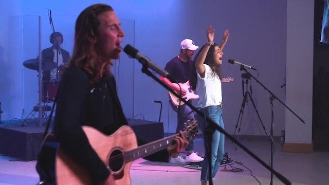 Esta banda de misioneros recorre Estados Unidos cantando sobre Dios