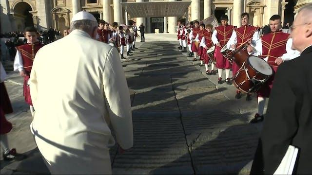 Flagbearers escort pope at General Au...