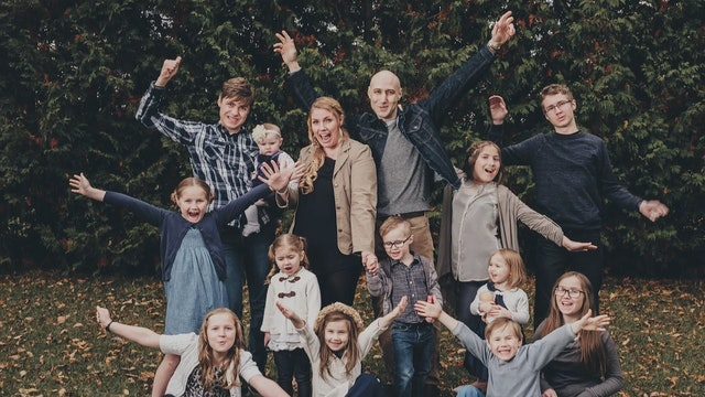 Le impactó tanto conocer a una familia numerosa que ahora tiene 14 hijos