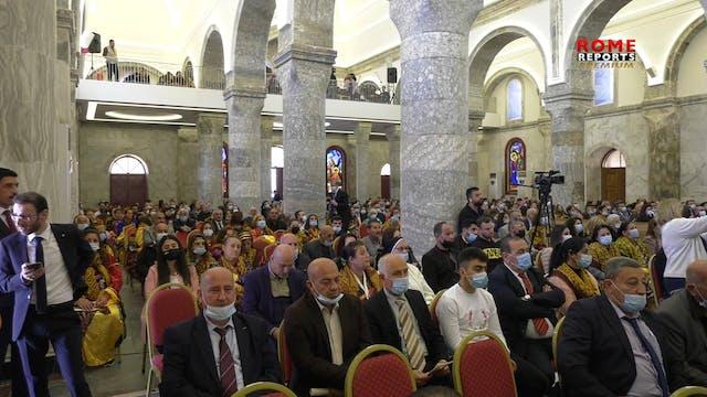 Cristianos de Irak tras la visita del...