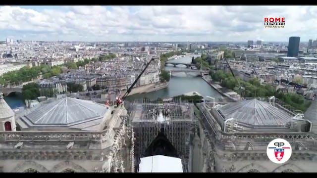 Notre Dame. Cubierto el tejado de la ...