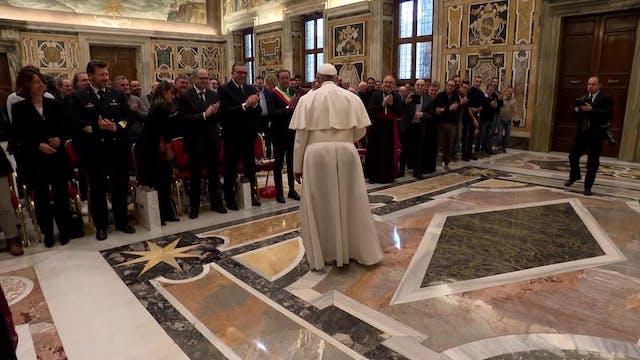 Pope praises fishermen for clearing p...