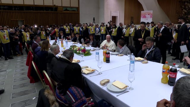 Pope eats lunch with 1,500 needy peop...
