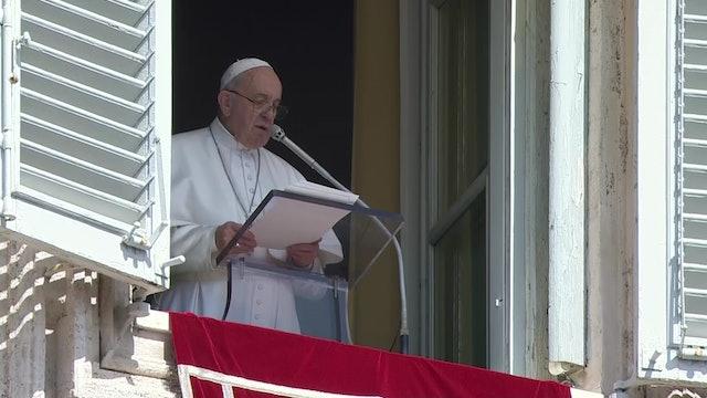 Papa en el Ángelus: Dejen caer de sus manos piedras de la condena y el chisme