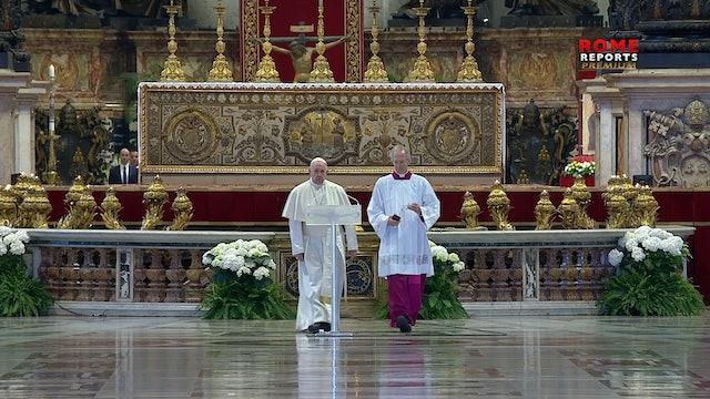 "Urbi et Orbi: Pope asks world collaboration to ""save lives"""