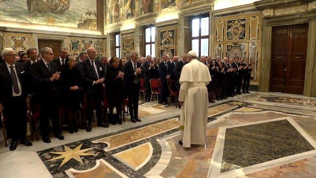 Papa pide a notarios que ejerzan su p...