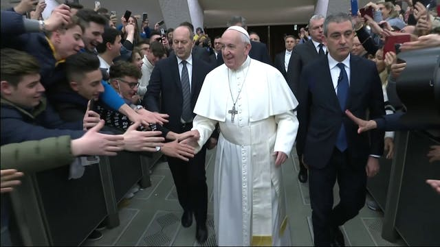 Pope at General Audience prays for vi...