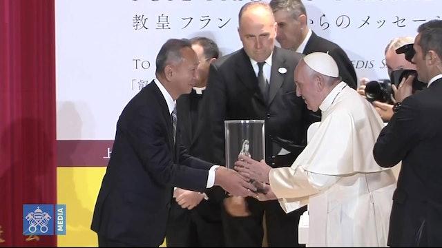 Regalo de universitarios al Papa: Virgen a la que rezaban cristianos perseguidos