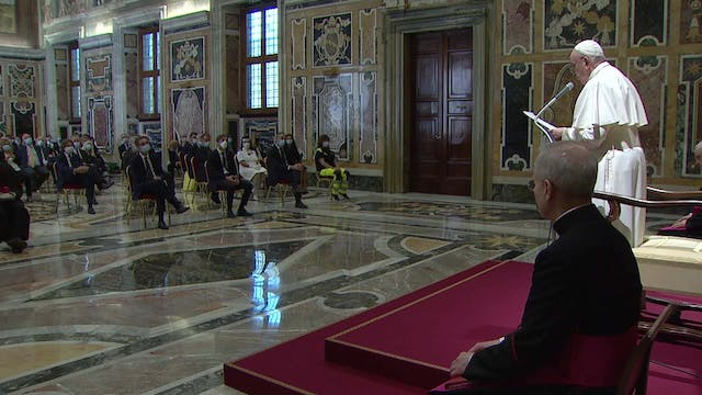 Pope meets with doctors and nurses wh...