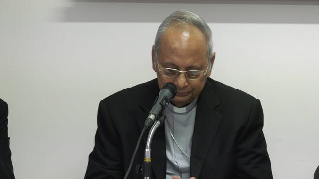 Cardenal Ranjith llora ante periodist...