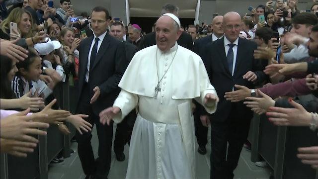 Papa reúne a estrellas del fútbol en la primera conferencia sobre el deporte rey
