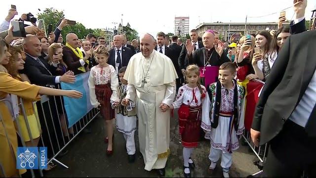 Papa a familias y jóvenes en Rumanía:...