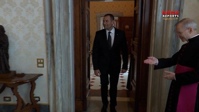 Primer ministro de Malta visita al Papa y regala mantas para personas sin techo