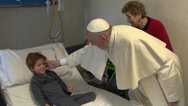 Papa Francisco reza por los niños con...
