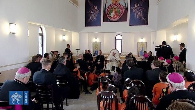 Francisco pide perdón en Rumanía a la comunidad gitana en nombre de la Iglesia