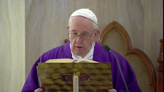 Papa reza por médicos, enfermeras y c...