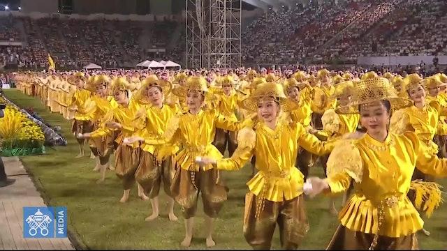 Las espectaculares y delicadas danzas dedicadas al Papa en Tailandia