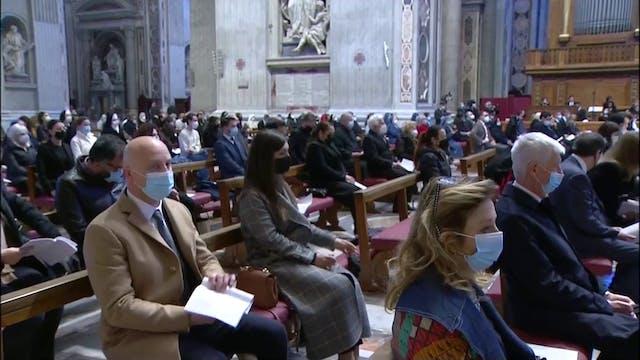 El Papa no celebrará la misa prevista...
