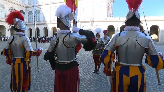 Vaticano suspende a tres guardias suizos por no vacunarse