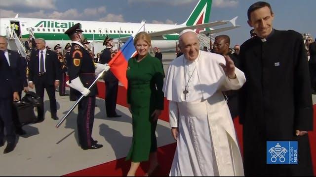 Pope Francis lands in Bratislava, mak...