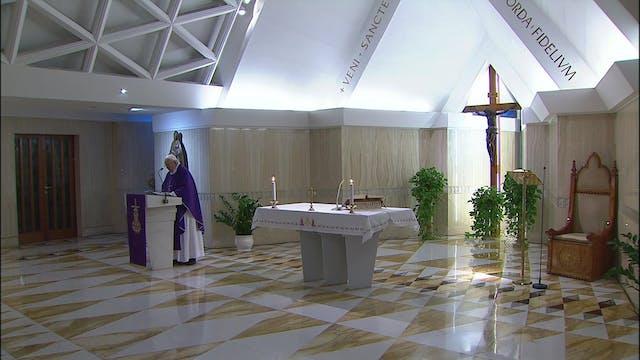Papa en Santa Marta: En la cruz, Jesú...