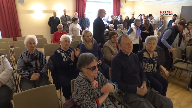 Pope visits Alzheimer patients by surprise
