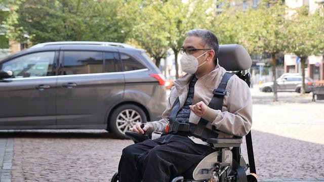 Diseñan silla de ruedas que permite d...