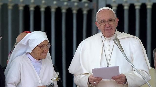 Papa homenajea a misionera que conoció en África: Los misioneros no son noticia