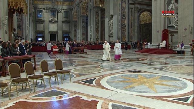 El Papa se confiesa durante una cerem...