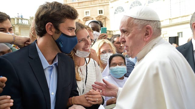 Pope's two pieces of advice to newlyweds