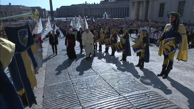 Peregrinos con trajes medievales organizan espectacular bienvenida al Papa