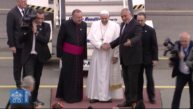 Pope arrives in Bulgaria and asks the...