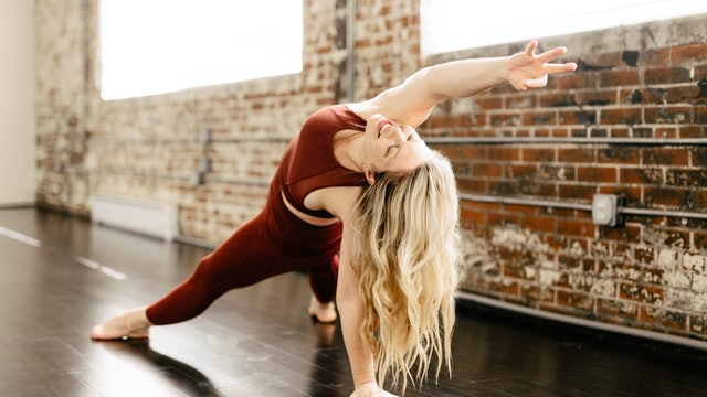 Sun Salutation with Annelise, 45 minutes (Livestream 10/18)