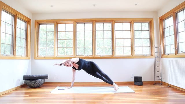 Yoga Shred®: Full Side Plank Curls