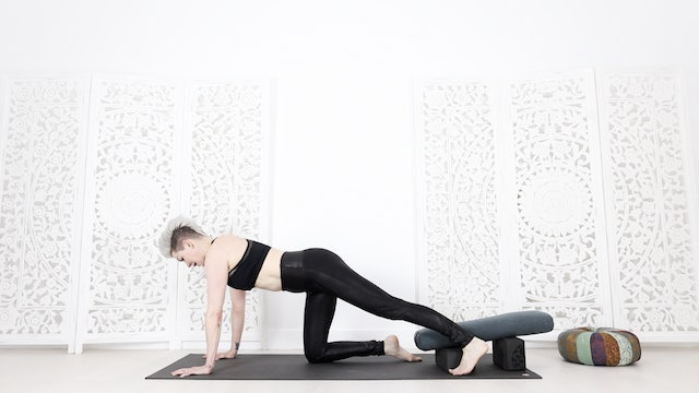 Functional Yoga Flow: All Hip Strength & Stretch!