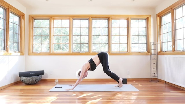 20 Min Yoga Shred® For Total Core Strength