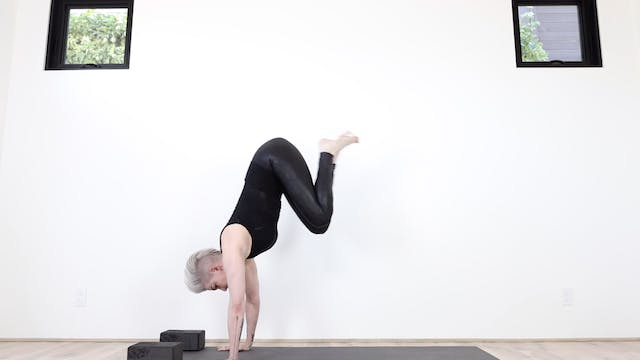 Y Fierce Flying Flow Yoga (Strengthen...