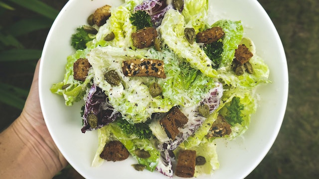 Kale and Romaine Caesar Salad (with tofu dressing)