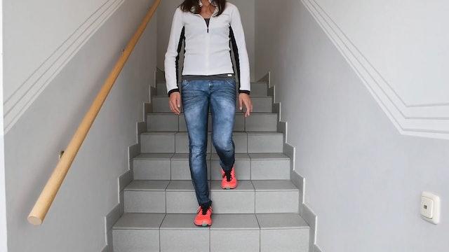 UE_Stufenübung_stepdown_verletztes Bein in Beuge auf oberer Stufe
