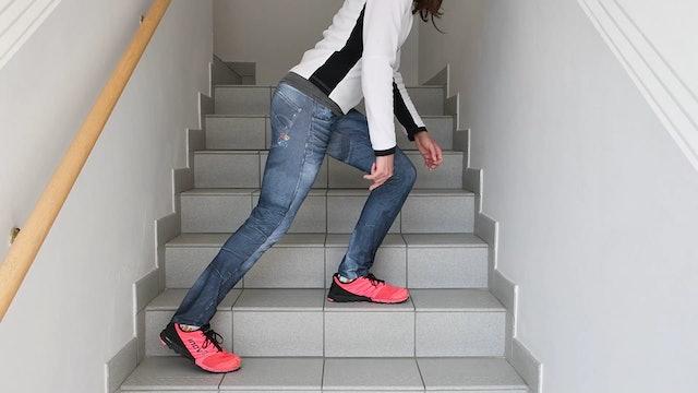 UE_Stufenübung_exzentrisches Ablassen von einer Stufe verletztes Bein stabilisiert