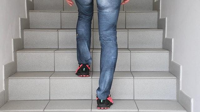 UE_Stufenübung eine Stufe hoch mit verletztem Bein & halten
