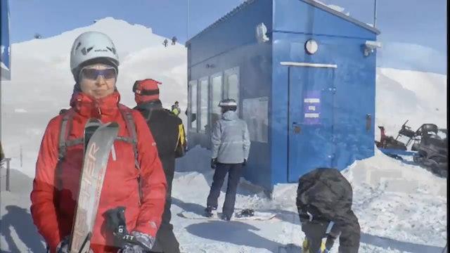 Mountain Skiing - Skiing Tricks by Walking Nice