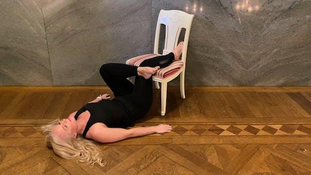 Pausyoga på rygg med stol