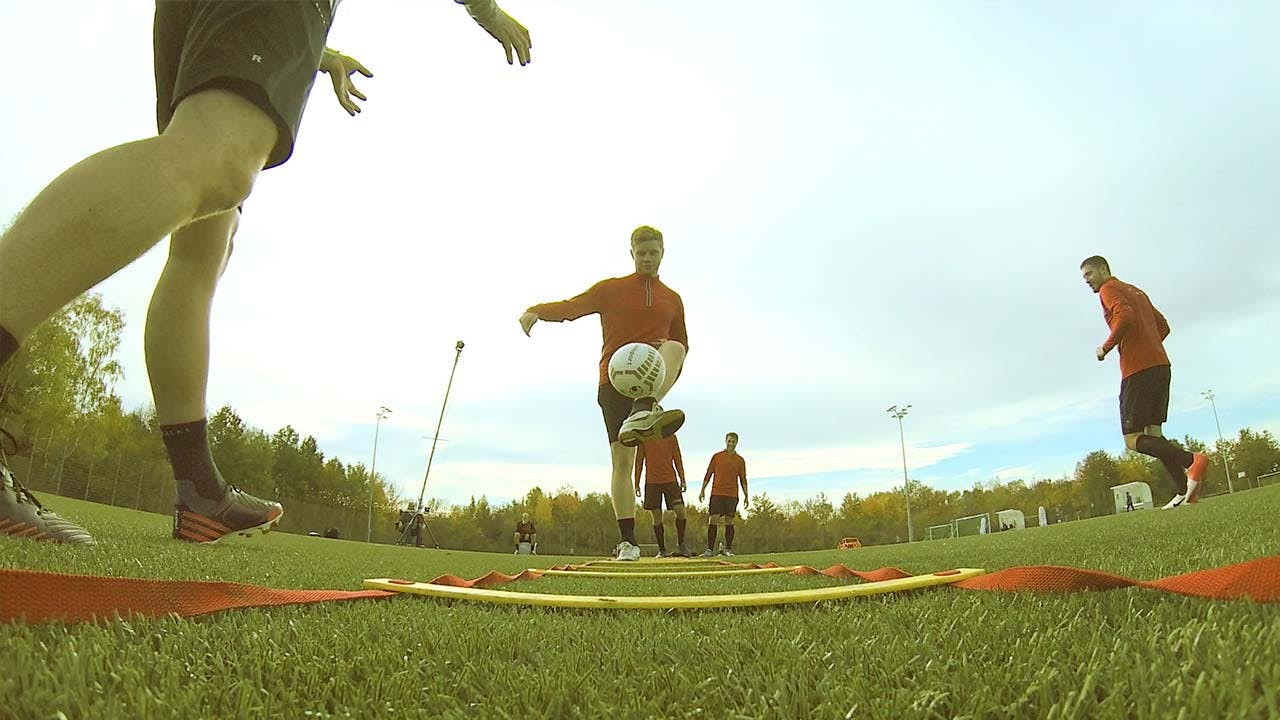 COMPLETE SOCCER TRAINING PROGRAMS   SCORING + PLAYMAKING + TACTICS   EFFECTIVE DRILLS FOR AN ENTIRE SEASON