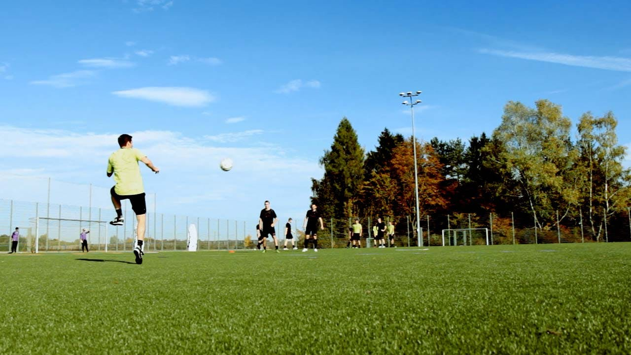 COMPLETE SOCCER TRAINING PROGRAMS WARMING UP + TECHNICAL SKILLS   EFFECTIVE DRILLS FOR AN ENTIRE SEASON