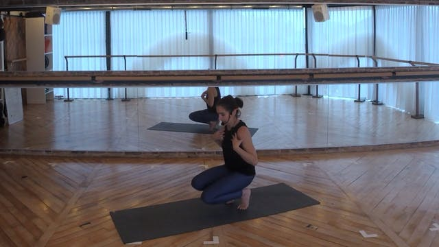 MINI FLOW 15 with Charlotte (shoulders)