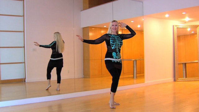 Belly dance hipwork and arms coordination practice